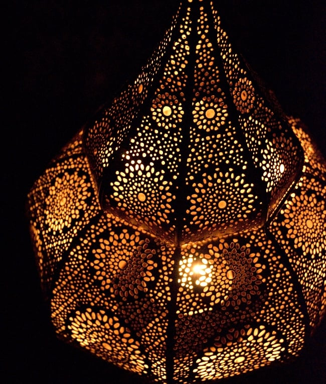 【66cm】モロッコスタイル スタンド型LEDキャンドルランタン【ロウソク風LEDキャンドル付き】 16 - 暗くして、中にキャンドルを入れてみました