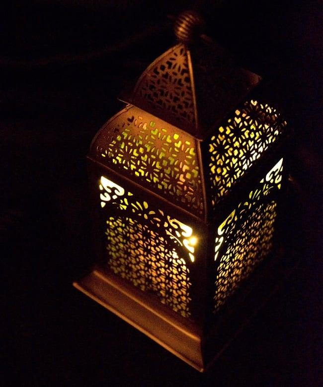 【26.5cm】モロッコスタイル スタンド型LEDキャンドルランタン【ロウソク風LEDキャンドル付き】 10 - 暗くして、中にキャンドルを入れてみました