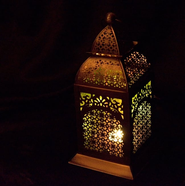 【26.5cm】モロッコスタイル スタンド型LEDキャンドルランタン【ロウソク風LEDキャンドル付き】 11 - 暗くして、中にキャンドルを入れてみました