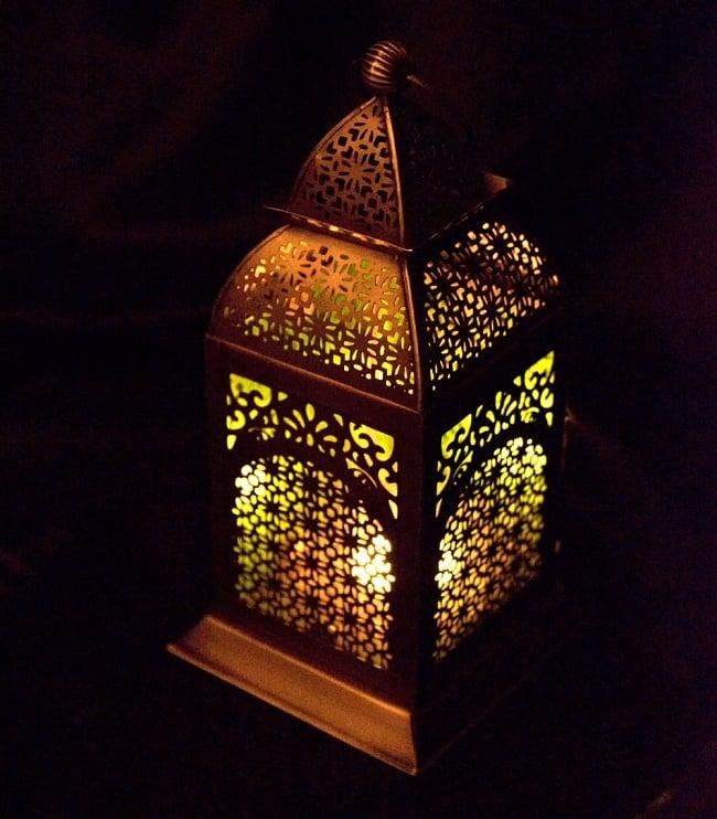 【26.5cm】モロッコスタイル スタンド型LEDキャンドルランタン【ロウソク風LEDキャンドル付き】 6 - 暗くして、中にキャンドルを入れてみました