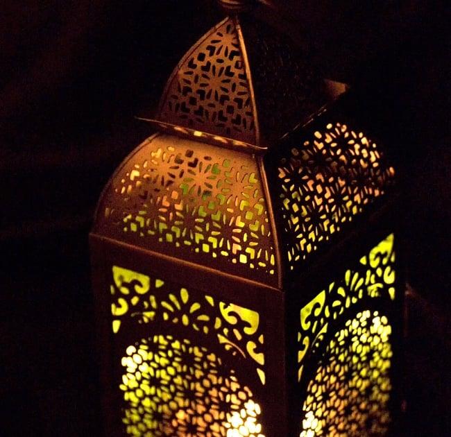 【26.5cm】モロッコスタイル スタンド型LEDキャンドルランタン【ロウソク風LEDキャンドル付き】 7 - 暗くして、中にキャンドルを入れてみました