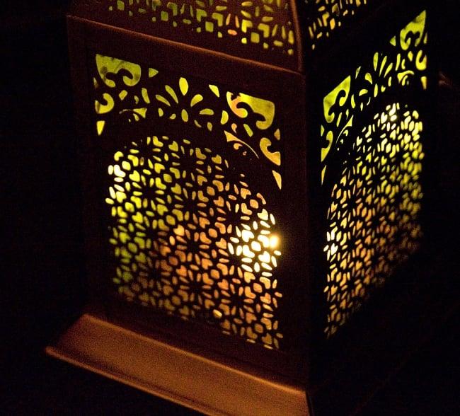 【26.5cm】モロッコスタイル スタンド型LEDキャンドルランタン【ロウソク風LEDキャンドル付き】 8 - 暗くして、中にキャンドルを入れてみました