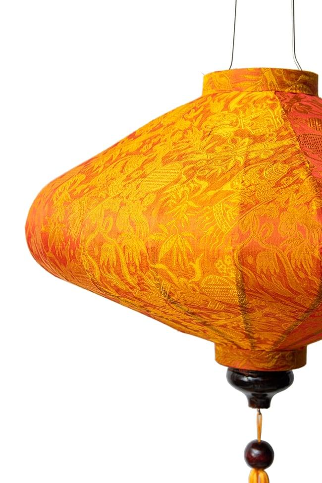 ベトナム伝統のホイアン・ランタン(提灯) - 薄ひし形(大) 7 - 拡大してみました。生地には細かな伝統模様が刻み込まれています。