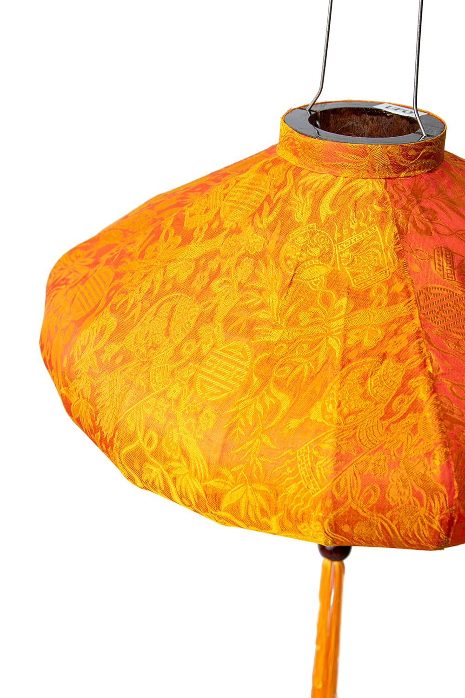 ベトナム伝統のホイアン・ランタン(提灯) - 薄ひし形(大) 8 - 生地には光沢があります。光を灯さない日中でもかわいいアイテムとして部屋を演出できます。