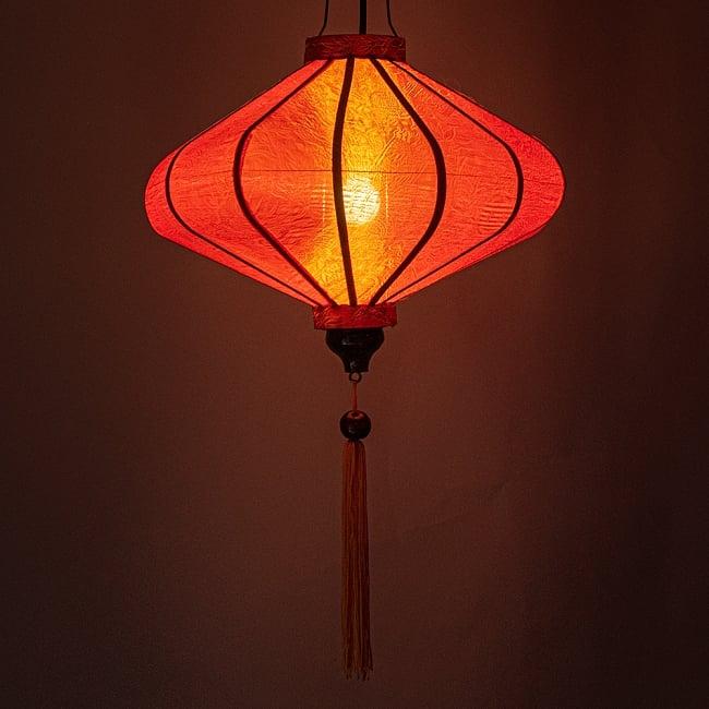 ベトナム伝統のホイアン・ランタン(提灯) - 薄ひし形(中) 2 - 点灯してみました。エスニックなムードたっぷりのランタンです。