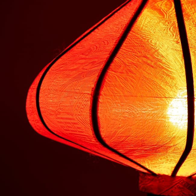 ベトナム伝統のホイアン・ランタン(提灯) - 薄ひし形(小) 4 - 拡大してみました。生地には細かな伝統模様が刻み込まれています。