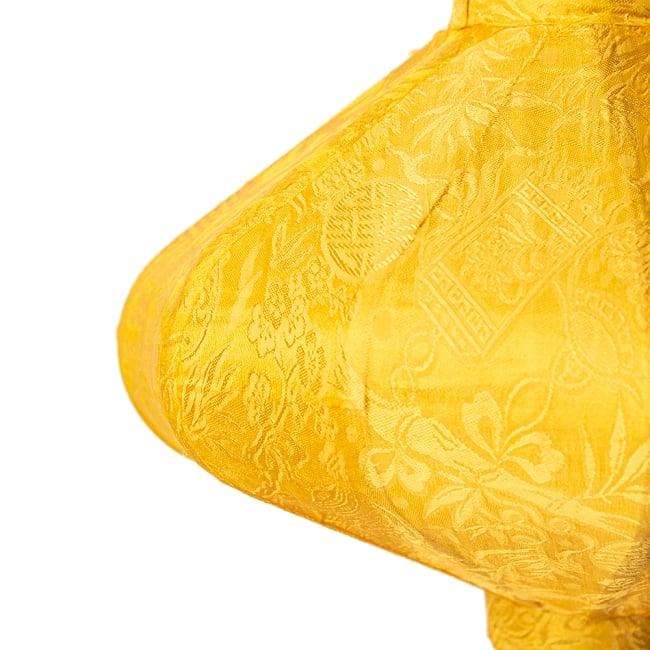 ベトナム伝統のホイアン・ランタン(提灯) - 薄ひし形(小) 7 - 拡大してみました。生地には細かな伝統模様が刻み込まれています。