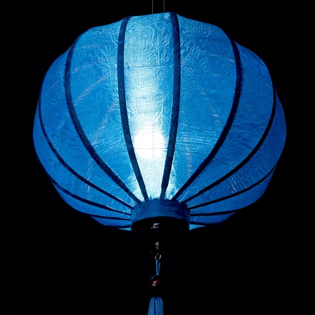 ベトナム伝統のホイアン・ランタン(提灯) - 丸型(中) 5 - 点灯してみました。エスニックなムードたっぷりです。