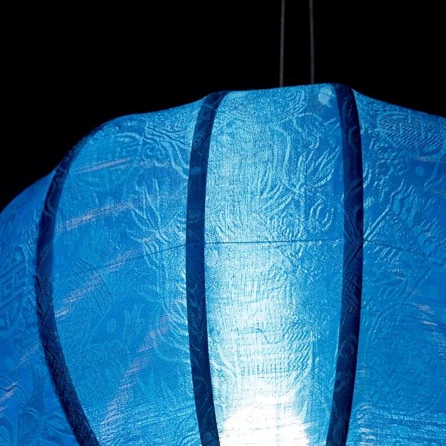 ベトナム伝統のホイアン・ランタン(提灯) - 丸型(中) 6 - 点灯していても伝統的な柄が見えます。