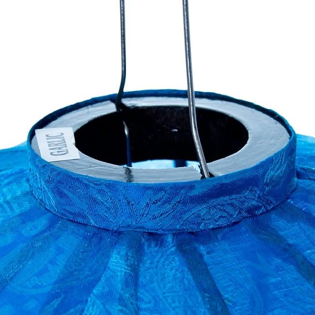 ベトナム伝統のホイアン・ランタン(提灯) - ほおずき型(大) 4 - 上部には電球を入れられる穴が空いています。