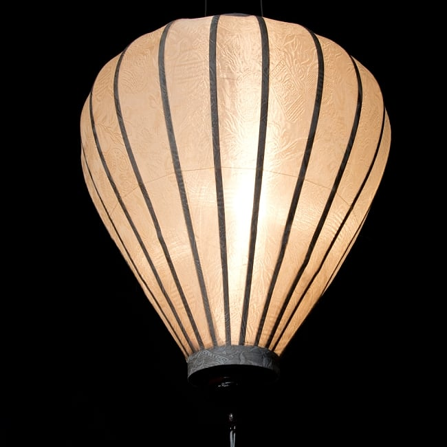 ベトナム伝統のホイアン・ランタン(提灯) - ほおずき型(大) 5 - 点灯してみました。エスニックなムードたっぷりです。