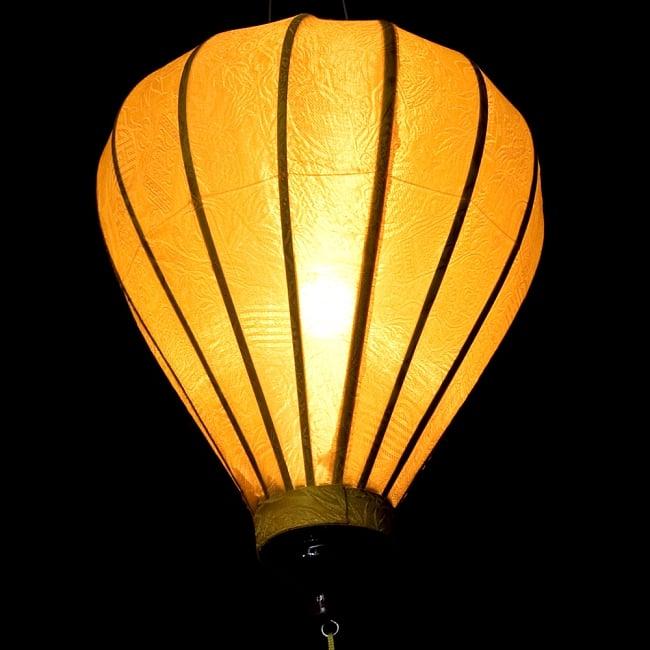 ベトナム伝統のホイアン・ランタン(提灯) - ほおずき型(中) 5 - 点灯してみました。エスニックなムードたっぷりです。