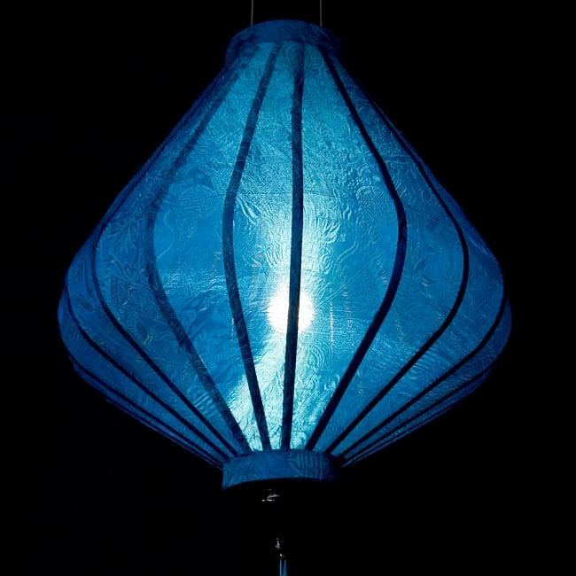 ベトナム伝統のホイアン・ランタン(提灯) - ダイヤ型(大) 5 - 点灯してみました。エスニックなムードたっぷりです。