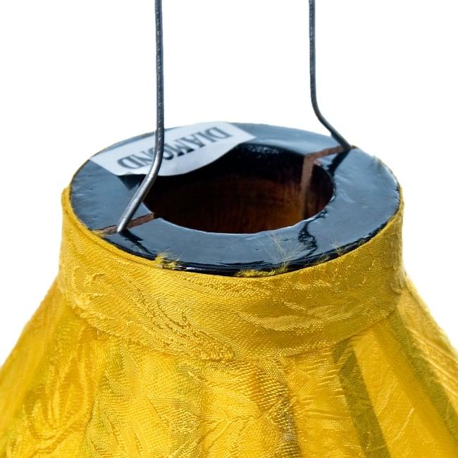 ベトナム伝統のホイアン・ランタン(提灯) - ダイヤ型(中) 4 - 上部には電球を入れられる穴が空いています。