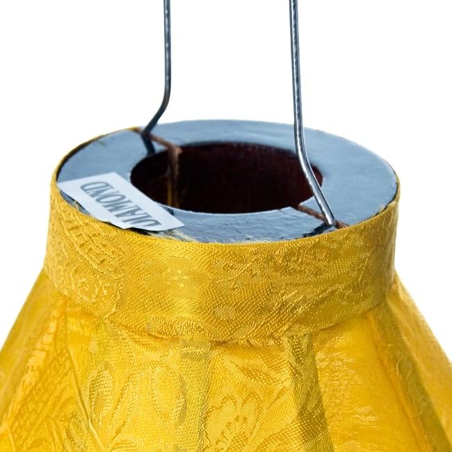 ベトナム伝統のホイアン・ランタン(提灯) - ダイヤ型(小) 4 - 上部には電球を入れられる穴が空いています。