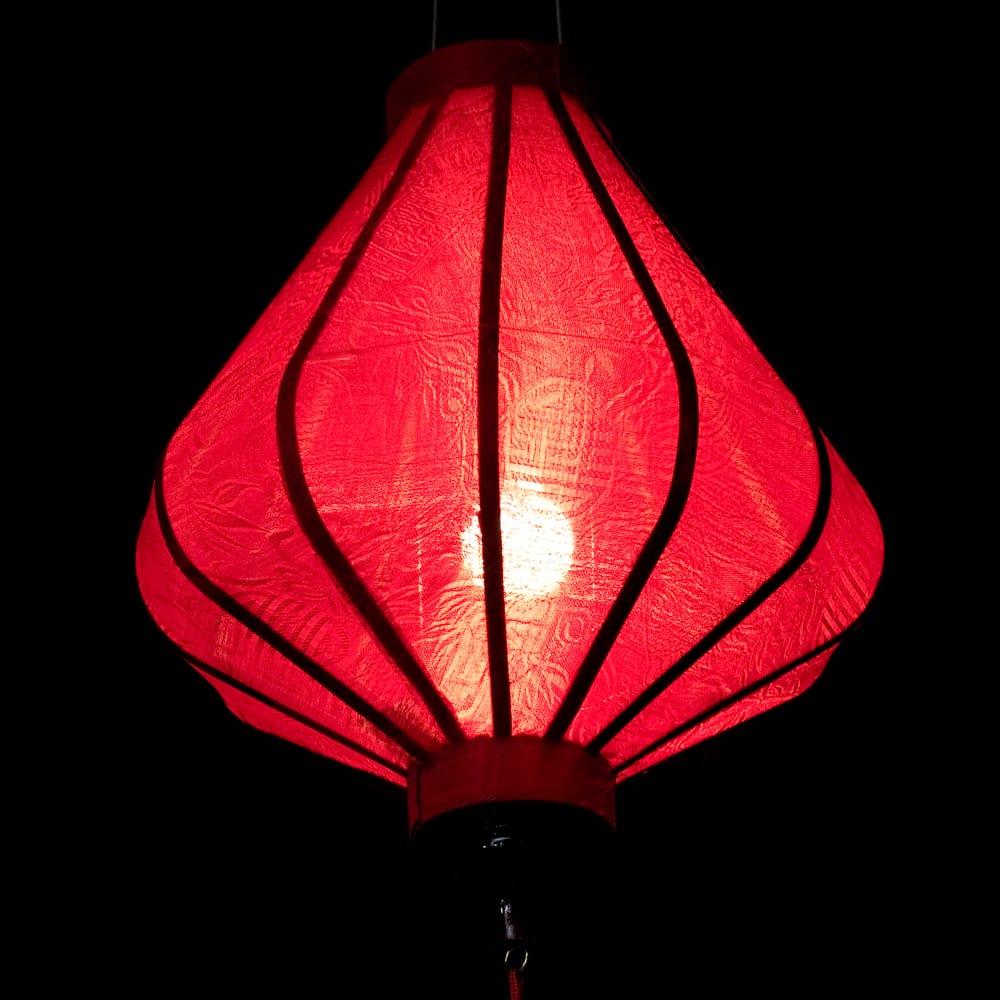 ベトナム伝統のホイアン・ランタン(提灯) - ダイヤ型(小) 5 - 点灯してみました。エスニックなムードたっぷりです。