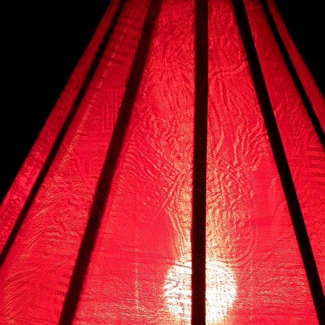 ベトナム伝統のホイアン・ランタン(提灯) - ダイヤ型(小) 6 - 点灯していても伝統的な柄が見えます。