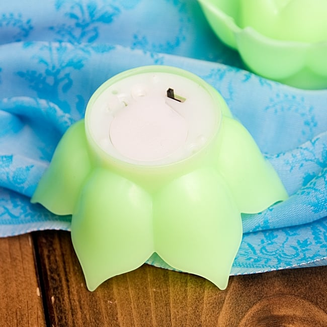 〔6個入り〕ゆらめく睡蓮の灯り  ロウソク風LEDロータスキャンドルライト〔3.5cm×7.3cm〕 6 - 裏面です