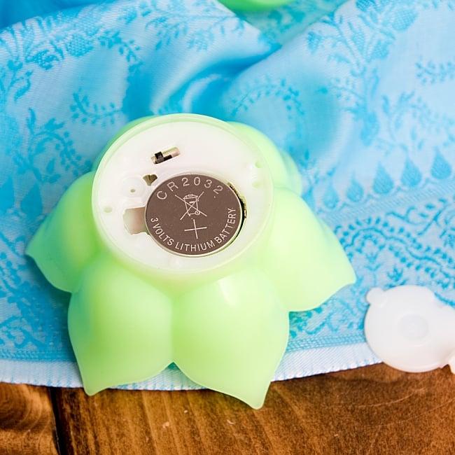 〔6個入り〕ゆらめく睡蓮の灯り  ロウソク風LEDロータスキャンドルライト〔3.5cm×7.3cm〕 7 - ボタン電池で光ります