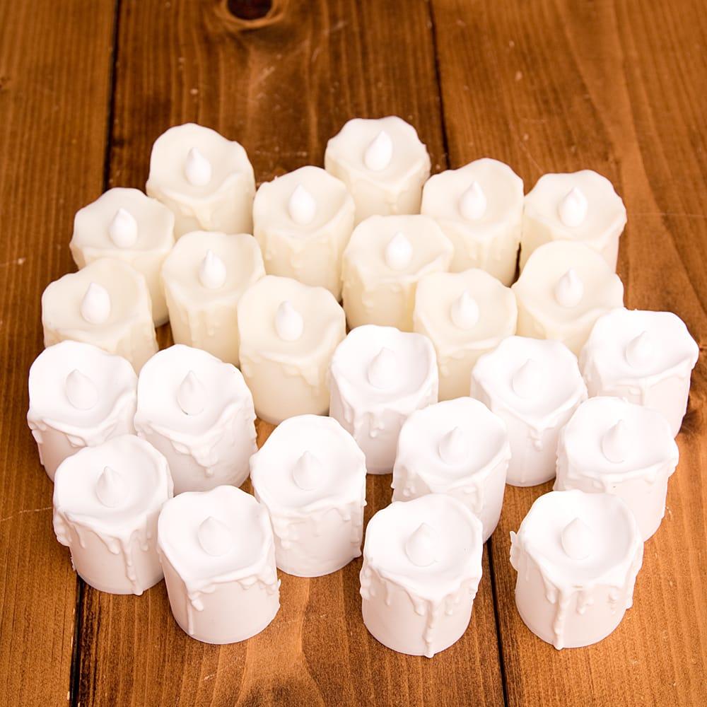 〔24個セット〕ゆらめく灯火 ロウソク風LEDキャンドルライト〔4.7cm×4cm〕 3 - 明るいところでの写真です。ホワイト12個とオフホワイト12個の合計24個入りとなります。