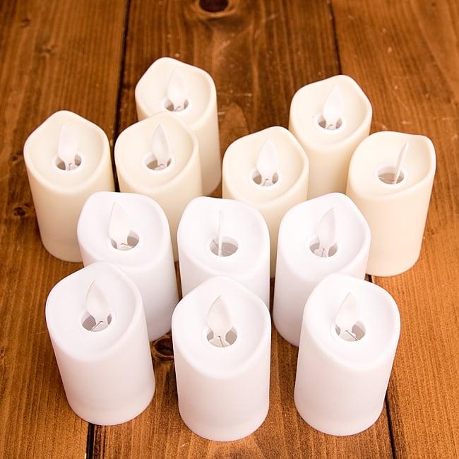 〔12個セット〕ゆらめく灯火 ロウソク風LEDキャンドルライト〔7cm×4.2cm〕 3 - 明るいところでの写真です。ホワイト6個とオフホワイト6個の合計12個入りとなります。