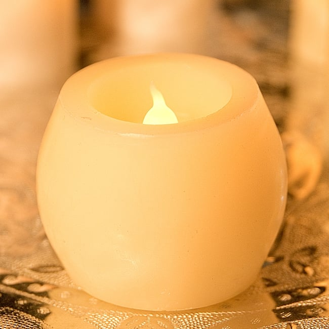 本物のロウで作られた ゆらめく灯火 ロウソク風LEDキャンドルライト〔5cm×6.4cm〕 2 - リアルな質感を求め、周囲の部分は本物のロウで作られています。