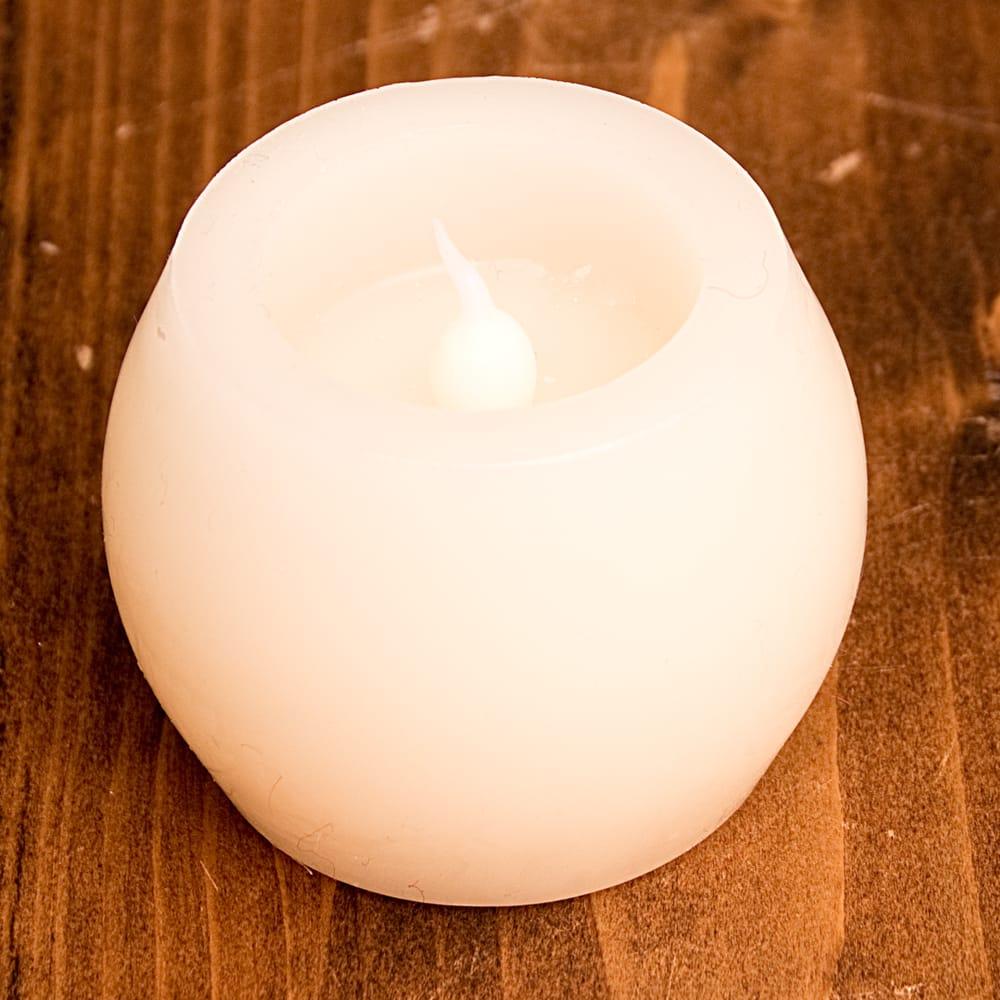 本物のロウで作られた ゆらめく灯火 ロウソク風LEDキャンドルライト〔5cm×6.4cm〕 4 - 明るいところでの写真です