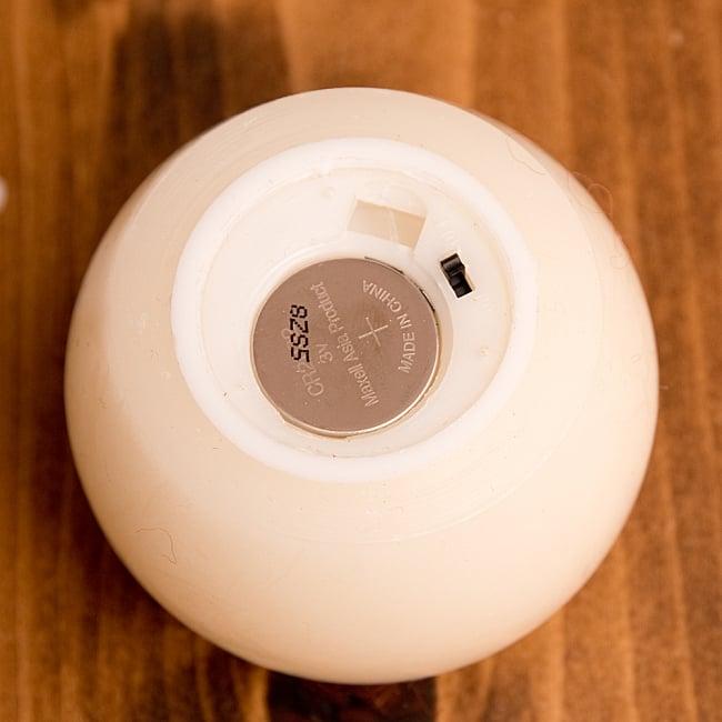 本物のロウで作られた ゆらめく灯火 ロウソク風LEDキャンドルライト〔5cm×6.4cm〕 9 - 電池が内蔵されているので、すぐにご使用いただけます。