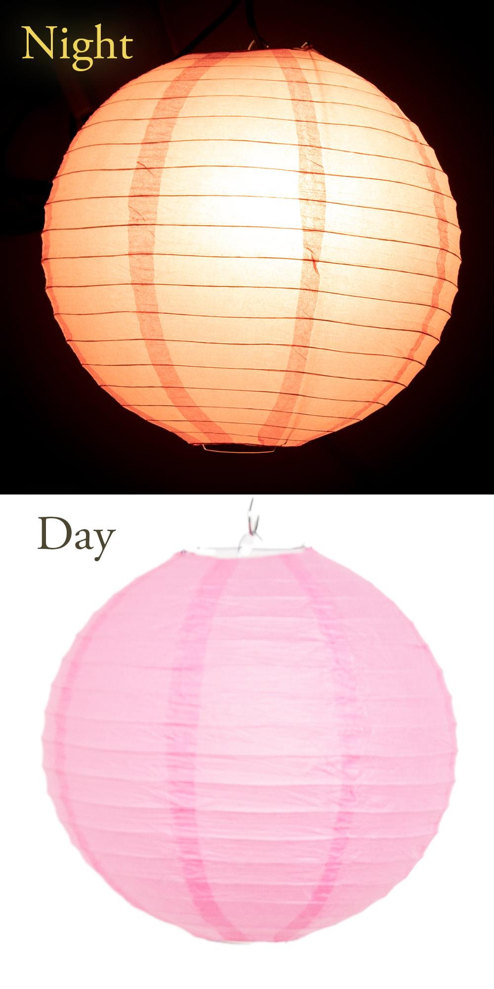 【8色展開】ベトナムのカラフル提灯・ランタン - 丸型 直径30cm 14 - 本体を球状に展開して、上面(丸い取っ手が2つついている方)から支柱を差し込み、支柱の出っ張りを取っ手に差し込みます。