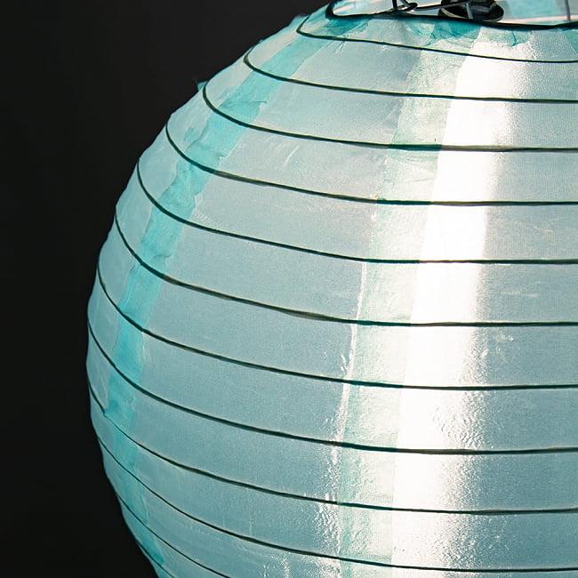【16色展開】ベトナムのカラフル提灯・ランタン - 丸型 直径30cm 19 - 近くで見てみました。紙でできています。
