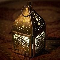 モロッコスタイルの透かし彫りキャンドルランタン〔ロウソク風LEDキャンドル付き〕 - 約10.5×5.5cm