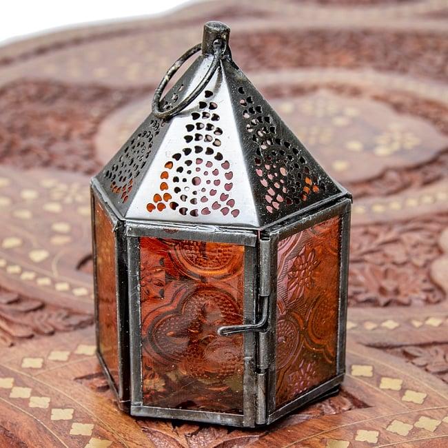 モロッコスタイルの透かし彫りキャンドルランタン【ロウソク風LEDキャンドル付き】 - 【レッド】約11×8cm 3 - 明るい部屋で見てみました。キャンドルを灯していなくても可愛いですね!