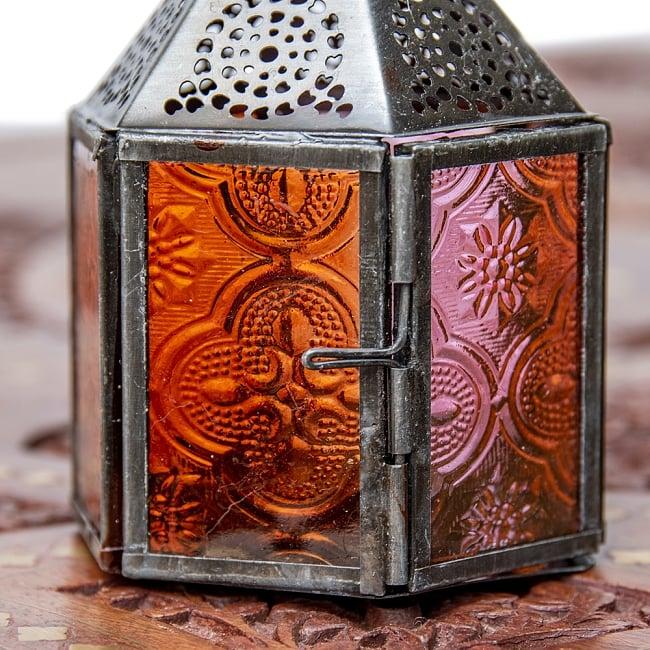 モロッコスタイルの透かし彫りキャンドルランタン【ロウソク風LEDキャンドル付き】 - 【レッド】約11×8cm 6 - きれいなガラスがキャンドルの光を通します。