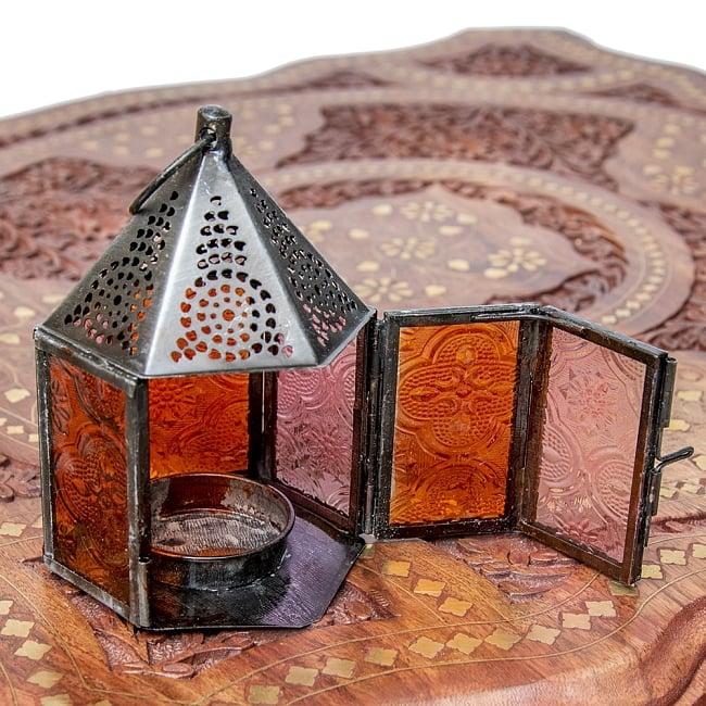 モロッコスタイルの透かし彫りキャンドルランタン【ロウソク風LEDキャンドル付き】 - 【レッド】約11×8cm 8 - この状態でLEDキャンドルを入れます