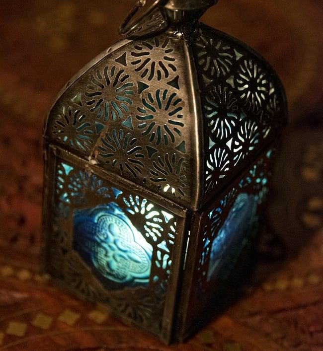 モロッコスタイルの透かし彫りキャンドルランタン【ロウソク風LEDキャンドル付き】 - 【ブルー】約14×6.5cm 2 - 全体写真です