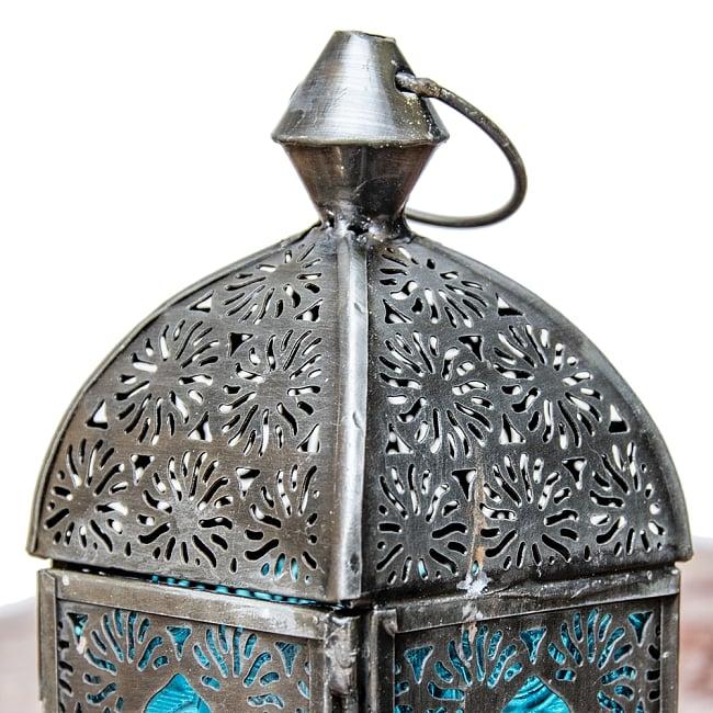 モロッコスタイルの透かし彫りキャンドルランタン【ロウソク風LEDキャンドル付き】 - 【ブルー】約14×6.5cm 5 - モロッコランプ特有の美しい切り抜き細工。