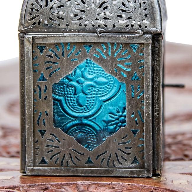 モロッコスタイルの透かし彫りキャンドルランタン【ロウソク風LEDキャンドル付き】 - 【ブルー】約14×6.5cm 6 - きれいなガラスがキャンドルの光を通します。