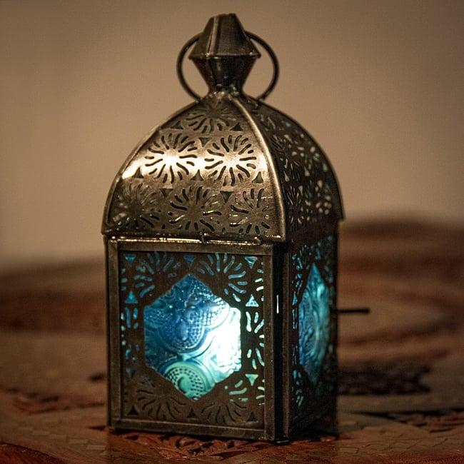 モロッコスタイルの透かし彫りキャンドルランタン【ロウソク風LEDキャンドル付き】 - 【ブルー】約14×6.5cmの写真