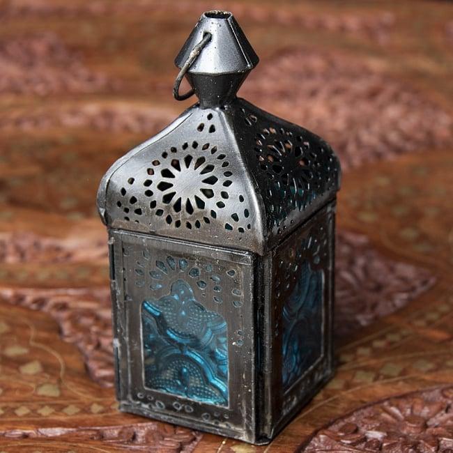 モロッコスタイルの透かし彫りLEDキャンドルランタン〔ロウソク風LEDキャンドル付き〕 - 〔ブルー〕約12.5×5.5cm 3 - 明るい部屋で見てみました。キャンドルを灯していなくても可愛いですね!