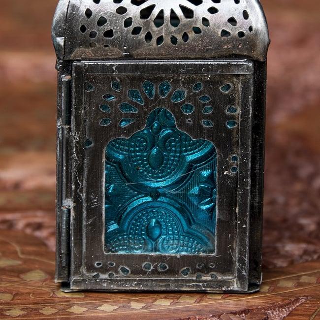 モロッコスタイルの透かし彫りLEDキャンドルランタン〔ロウソク風LEDキャンドル付き〕 - 〔ブルー〕約12.5×5.5cm 6 - きれいなガラスがキャンドルの光を通します。