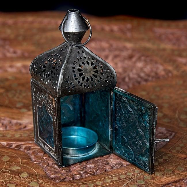 モロッコスタイルの透かし彫りLEDキャンドルランタン〔ロウソク風LEDキャンドル付き〕 - 〔ブルー〕約12.5×5.5cm 8 - この状態でLEDキャンドルを入れます