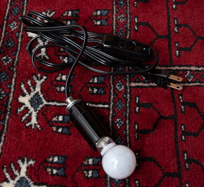 天吊 - カラフルモザイク・ハーレムランプ 10 - こちらが照明になります。E17の電球を付けられる物です。この状態でお送りいたしますので、大変お手数ではございますが組み込む際はご自身でお願いいたします。