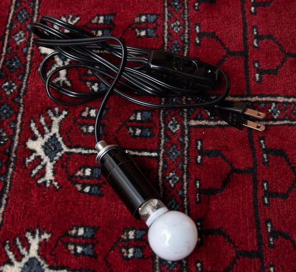 天吊 - カラフルモザイク・ハーレムランプ 11 - こちらが照明になります。E17の電球を付けられる物です。この状態でお送りいたしますので、大変お手数ではございますが組み込む際はご自身でお願いいたします。