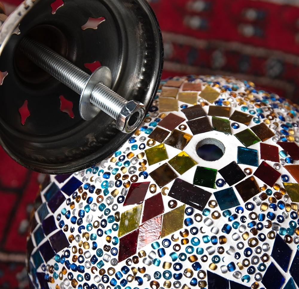 天吊 - カラフルモザイク・ハーレムランプ 9 - 下部の金具部分です。一度ナットを外し、ボルトを穴に挿して留めます