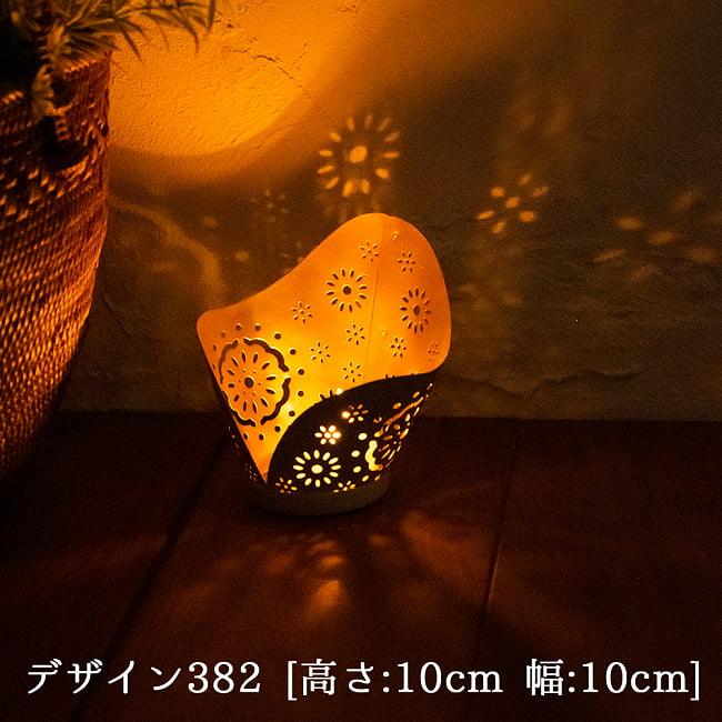 幾何学模様の透かし彫り キャンドルホルダーSサイズ 10 - デザイン382 点灯してみました。幻想的な光が広がります。