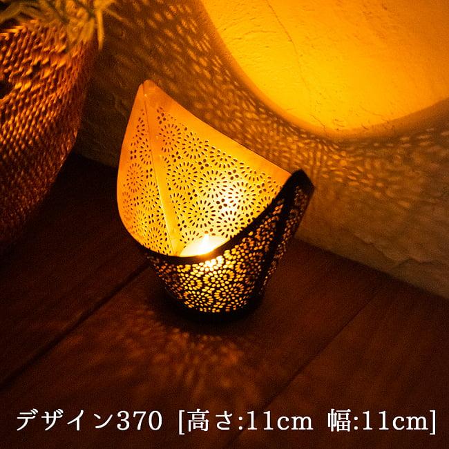 幾何学模様の透かし彫り キャンドルホルダーSサイズ 2 - デザイン370 点灯してみました。幻想的な光が広がります。