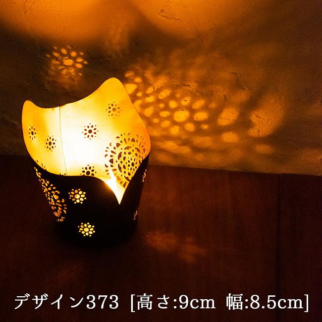 幾何学模様の透かし彫り キャンドルホルダーSサイズ 4 - デザイン373 点灯してみました。幻想的な光が広がります。