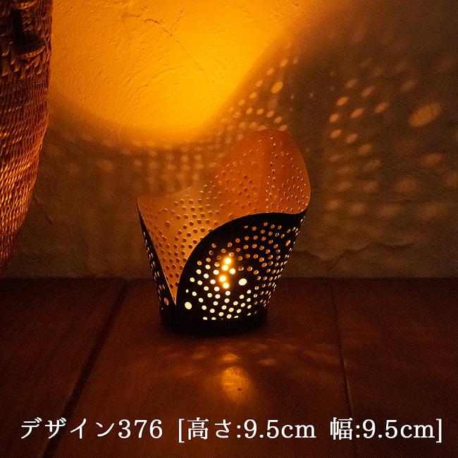 幾何学模様の透かし彫り キャンドルホルダーSサイズ 6 - デザイン376 点灯してみました。幻想的な光が広がります。