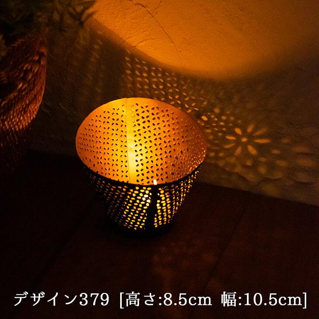 幾何学模様の透かし彫り キャンドルホルダーSサイズ 8 - デザイン379 点灯してみました。幻想的な光が広がります。