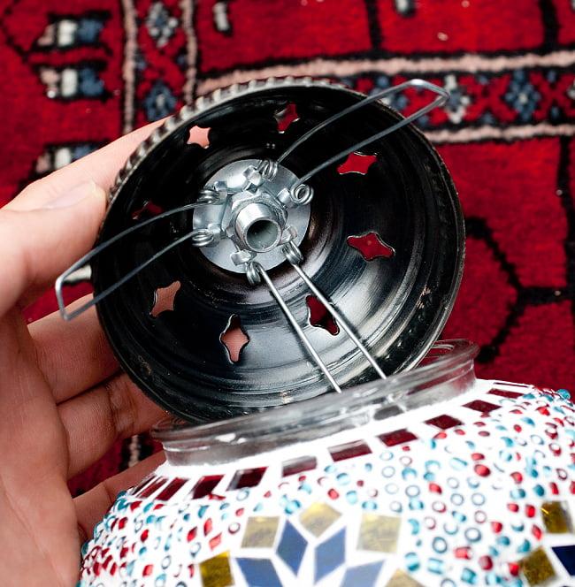 モザイクガラスのアラビアンランプ モザイクランプ - 吊り下げ型〔ソケット配線付属なしタイプ〕 10 - 電球をつける際は、蓋がバネで外れるようになっているので、こちらを開けて配線してください。